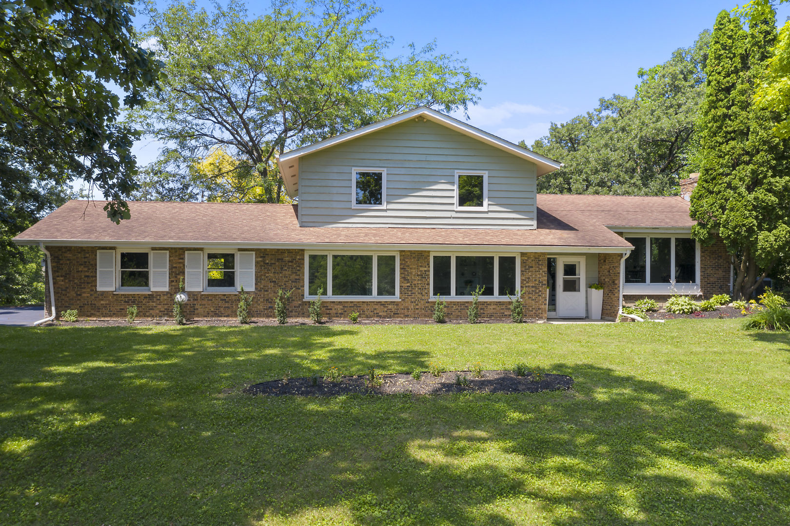 Photo for 41W314 Whitney Road, ST. CHARLES, IL 60175 (MLS # 10463647)