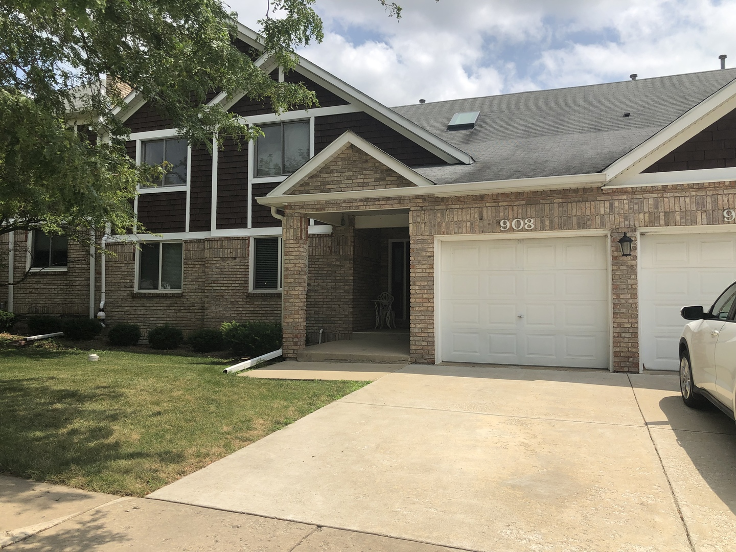 Photo for 908 Thornwood Drive, Unit Number 908, St. Charles, IL 60174 (MLS # 10483843)