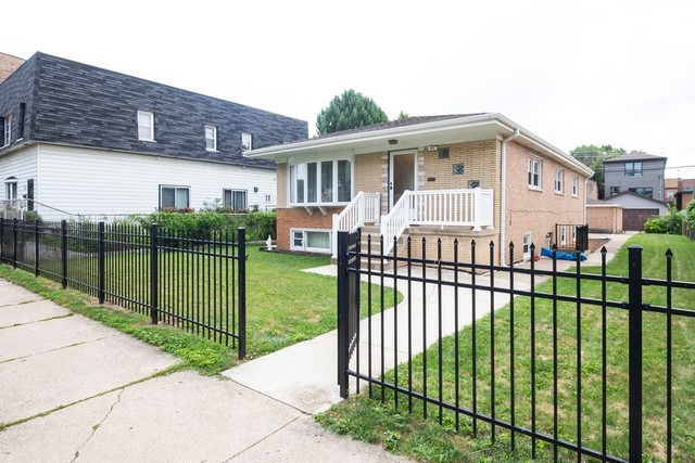 Photo for 515 W 28th Place, Chicago, IL 60616 (MLS # 10489672)