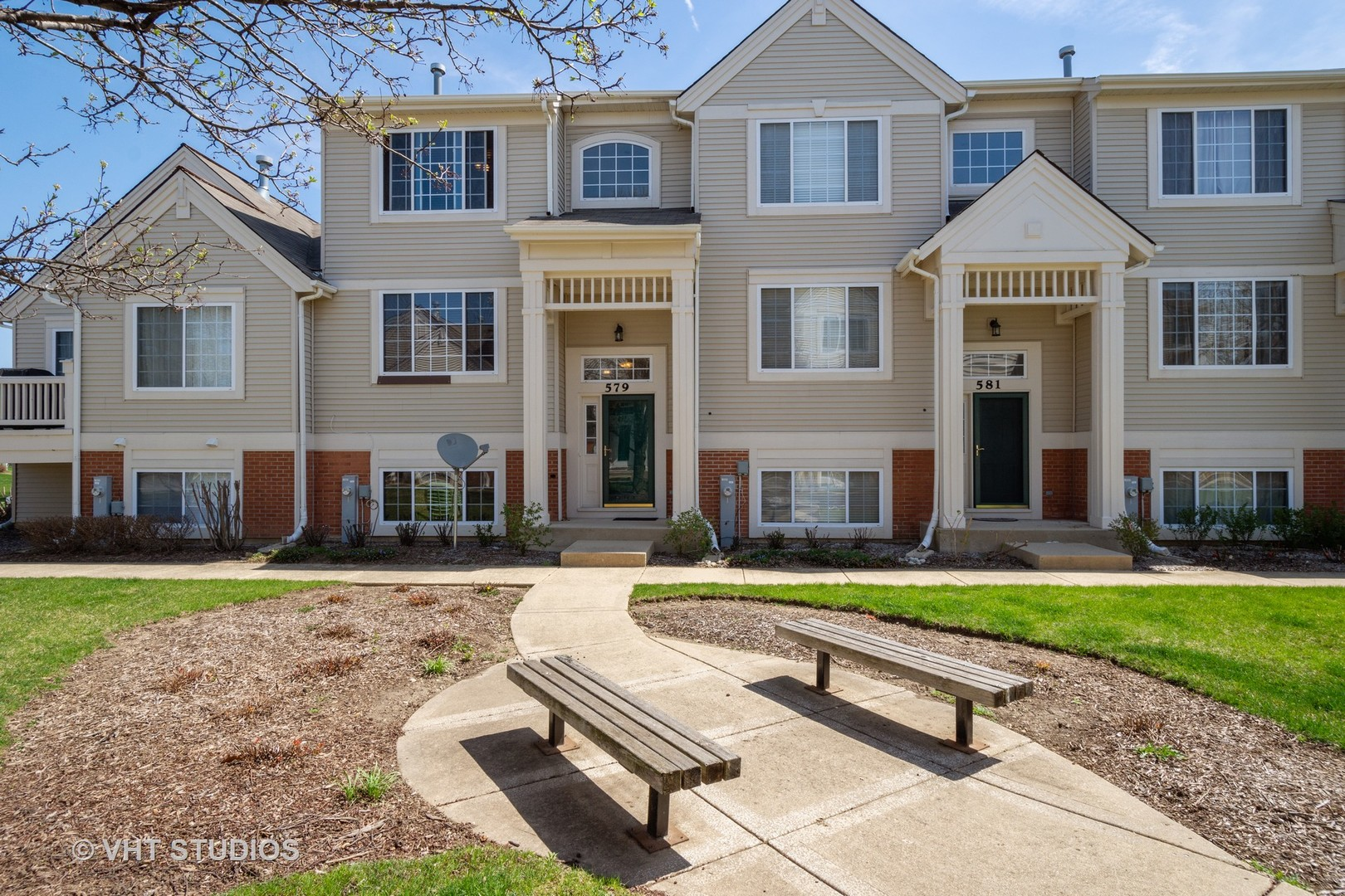 Photo for 579 Cary Woods Circle, Cary, IL 60013 (MLS # 10496704)