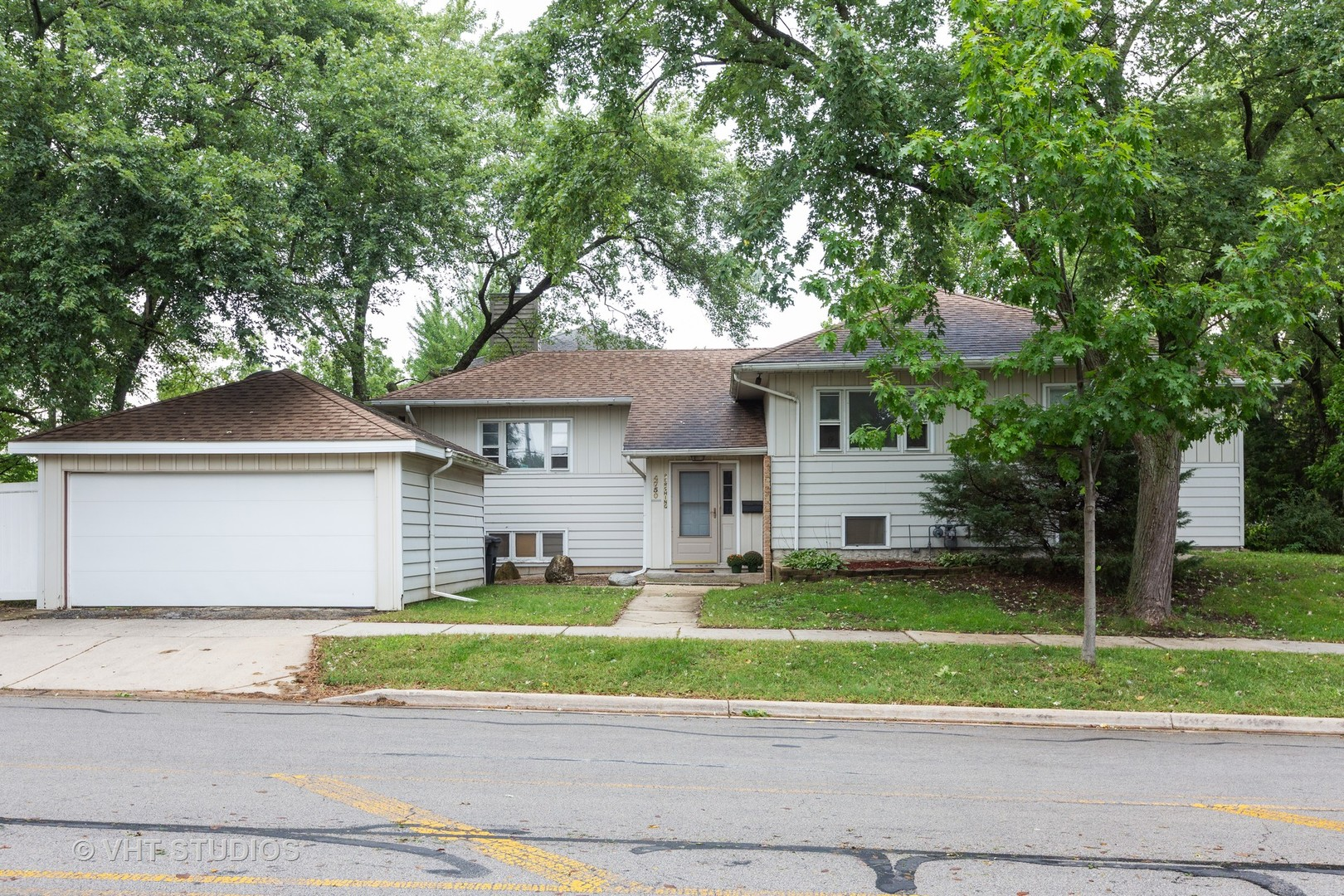 Photo for 4750 Pershing Avenue, DOWNERS GROVE, IL 60515 (MLS # 10500922)