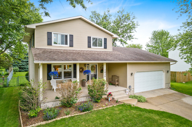 Photo for 1634 Pebblewood Drive, Sycamore, IL 60178 (MLS # 10504047)
