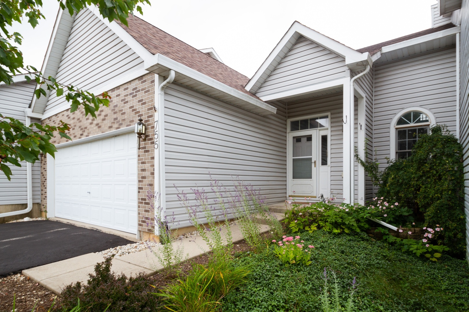 Photo for 755 Duvall Drive, Woodstock, IL 60098 (MLS # 10510626)