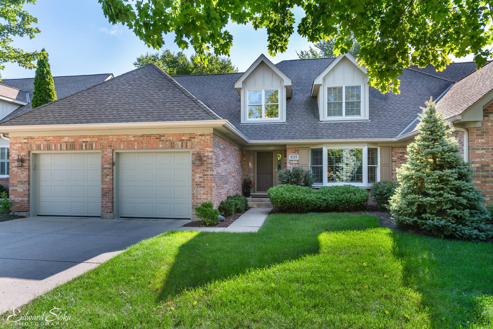 Photo for 935 Wedgewood Drive, Crystal Lake, IL 60014 (MLS # 10511241)