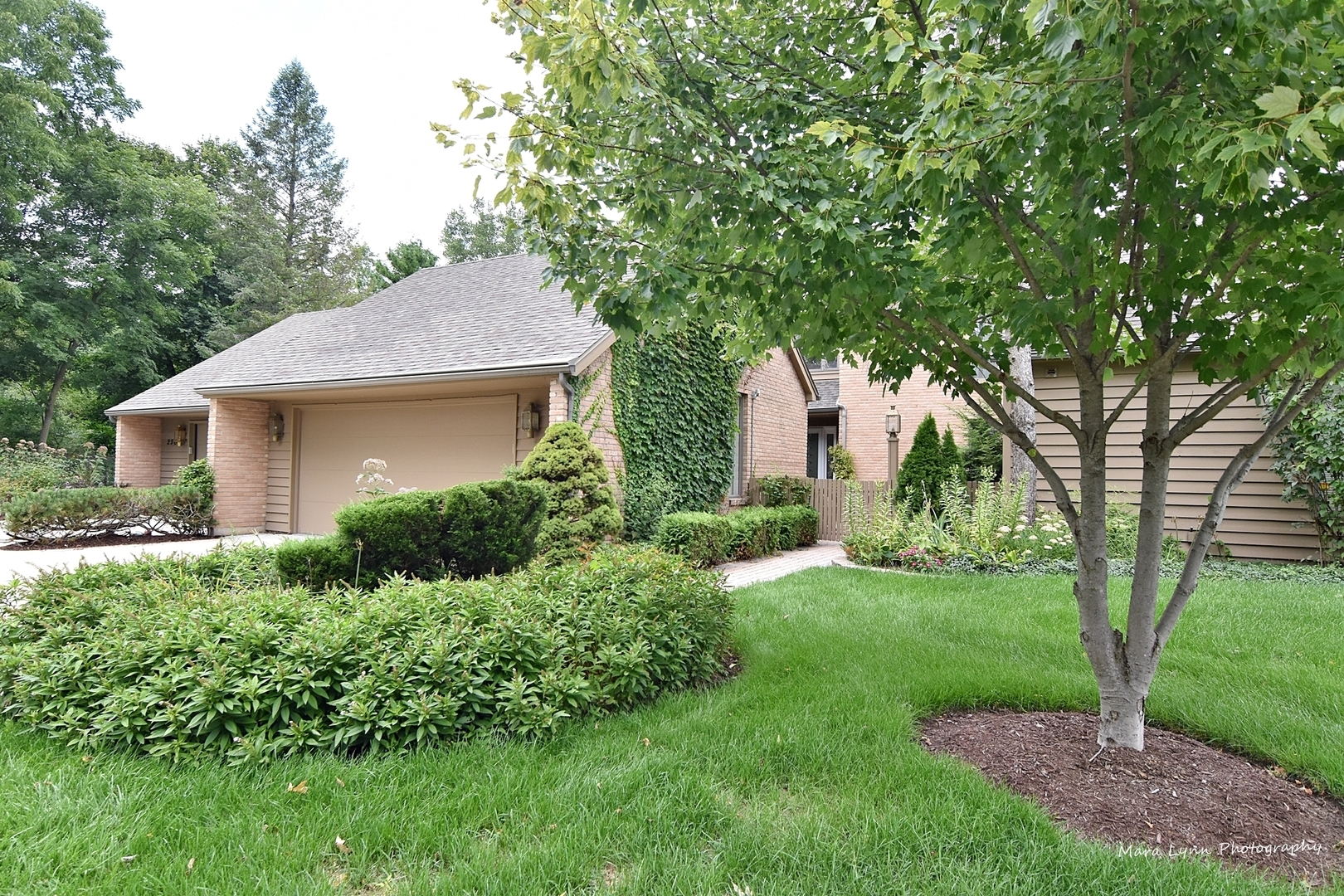 Photo for 252 Spring Cove Drive, Elgin, IL 60123 (MLS # 10513753)