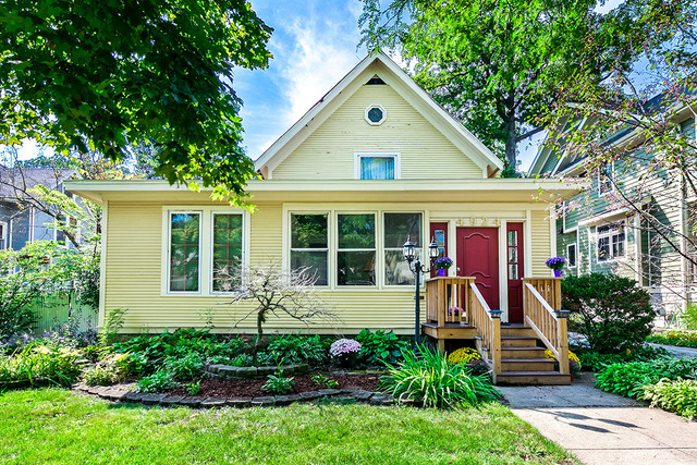 Photo for 4924 Oakwood Avenue, Downers Grove, IL 60515 (MLS # 10518392)