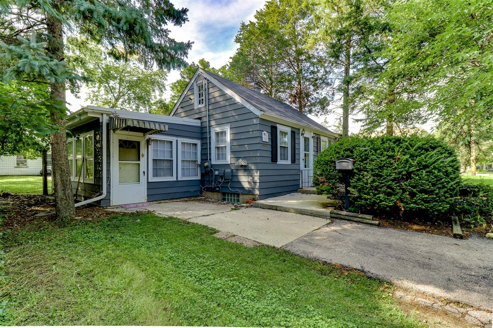 Photo for 1305 Elm Street, St. Charles, IL 60174 (MLS # 10522856)