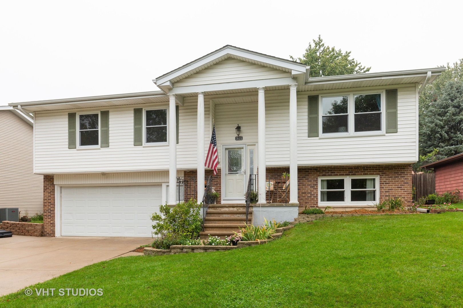 Photo for 1635 Russet Lane, Sycamore, IL 60178 (MLS # 10533322)