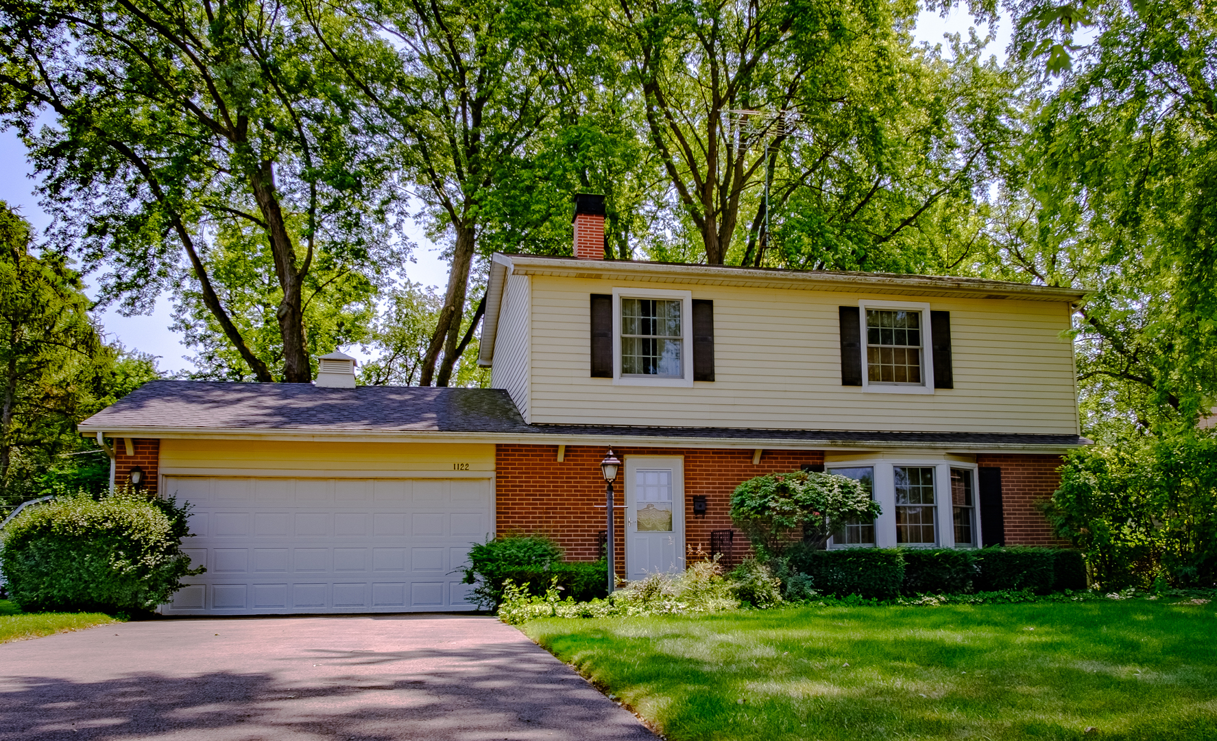 Photo for 1122 S 7th Street, St. Charles, IL 60174 (MLS # 10537612)