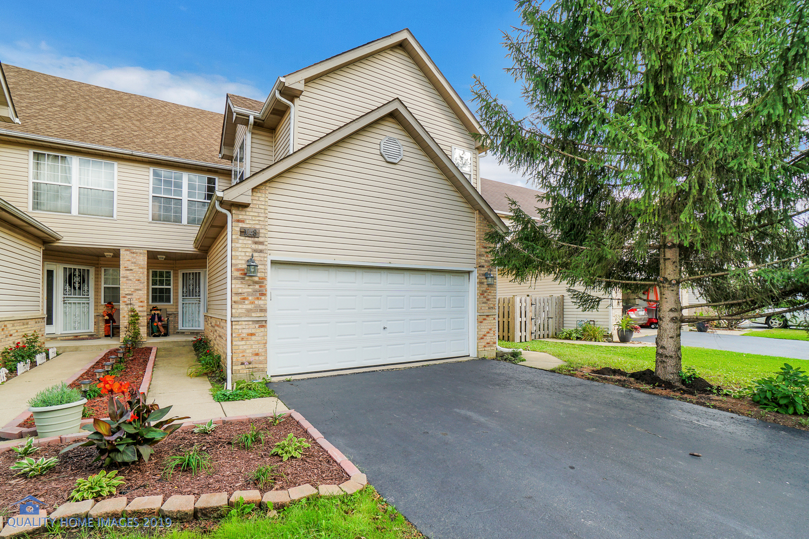 Photo for 1048 Viewpoint Drive, Lake In The Hills, IL 60156 (MLS # 10538460)