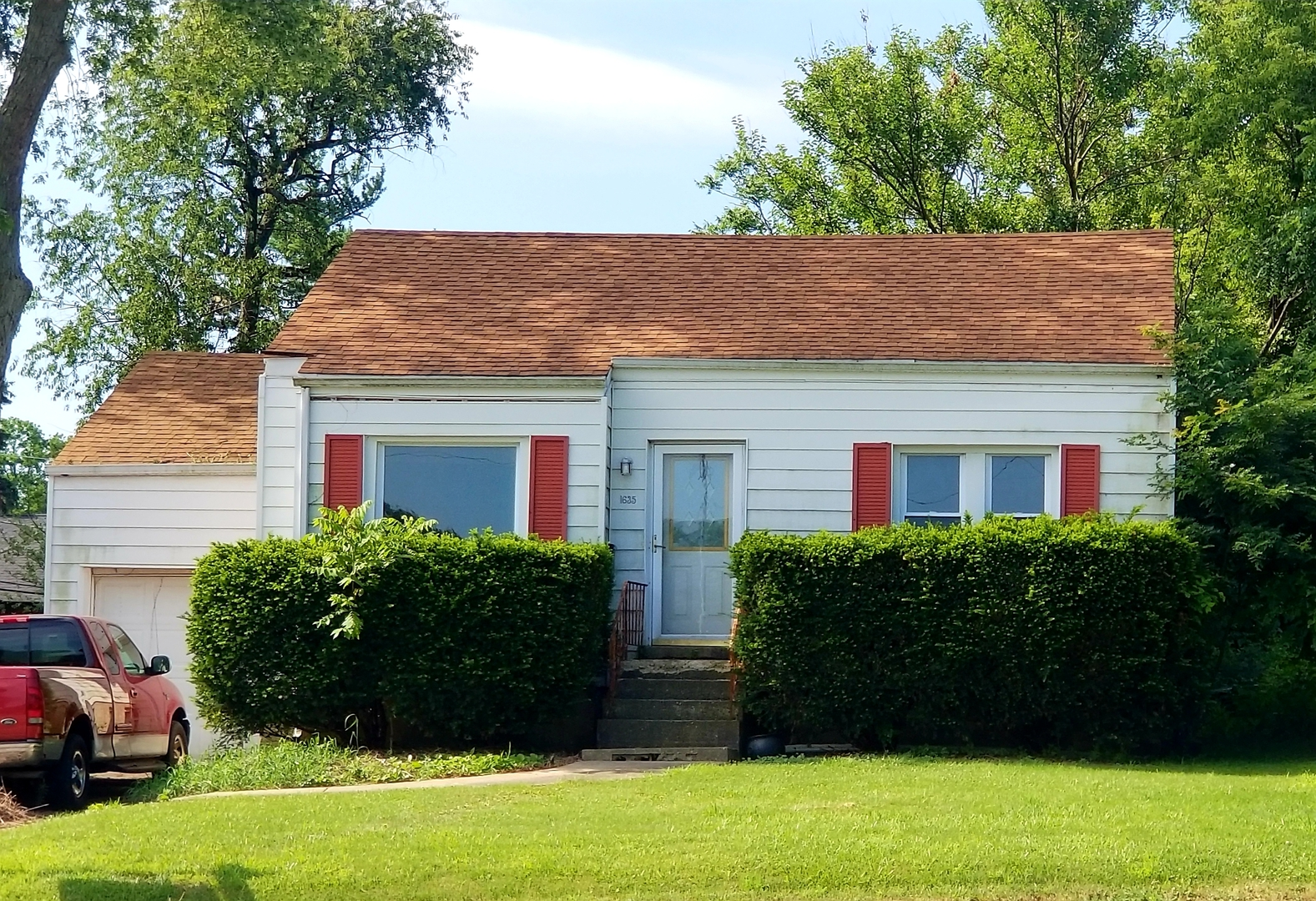 Photo for 1635 Maple Avenue, Downers Grove, IL 60515 (MLS # 10542483)
