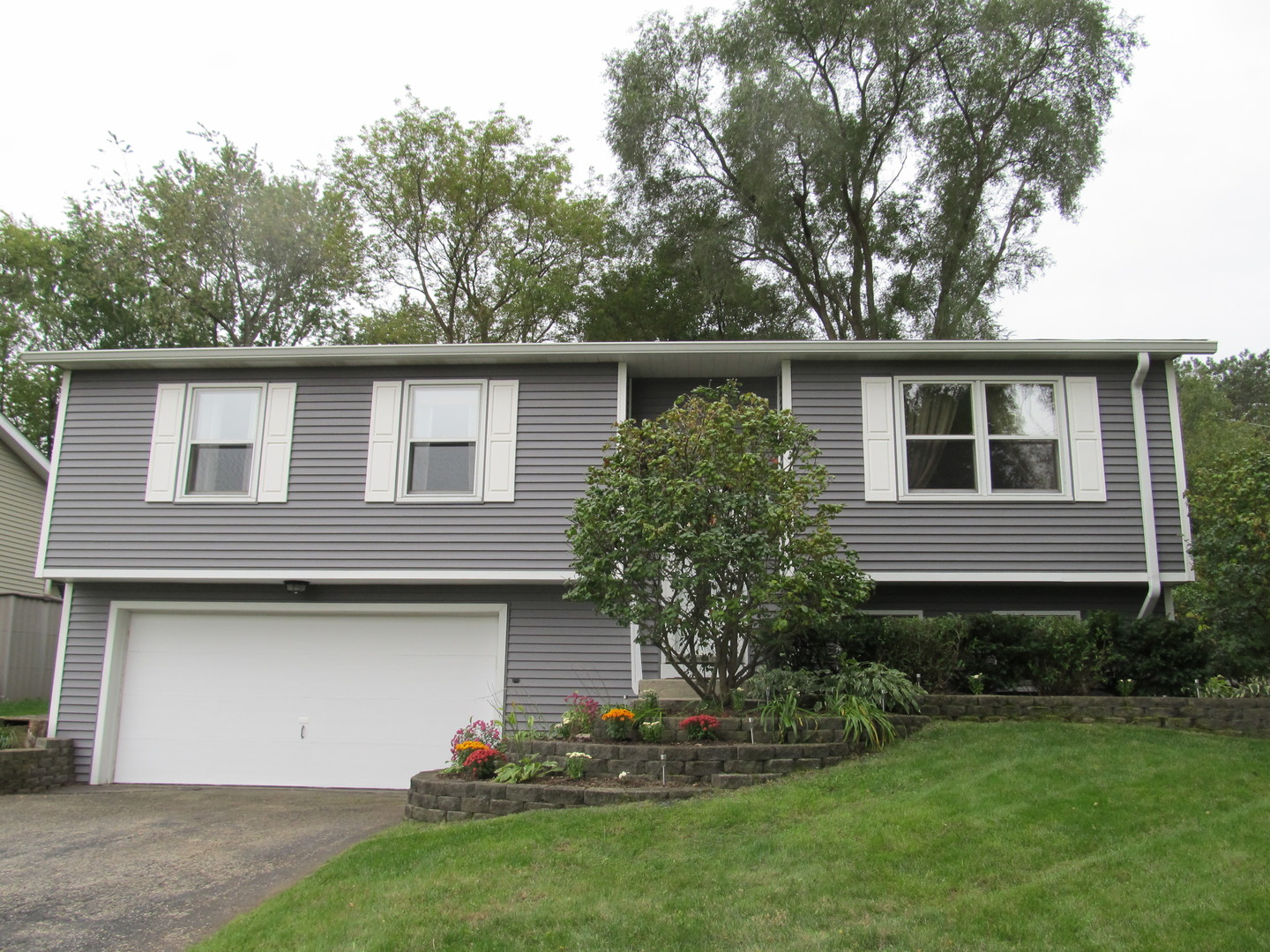 Photo for 12 Linden Street, Lake In The Hills, IL 60156 (MLS # 10544182)