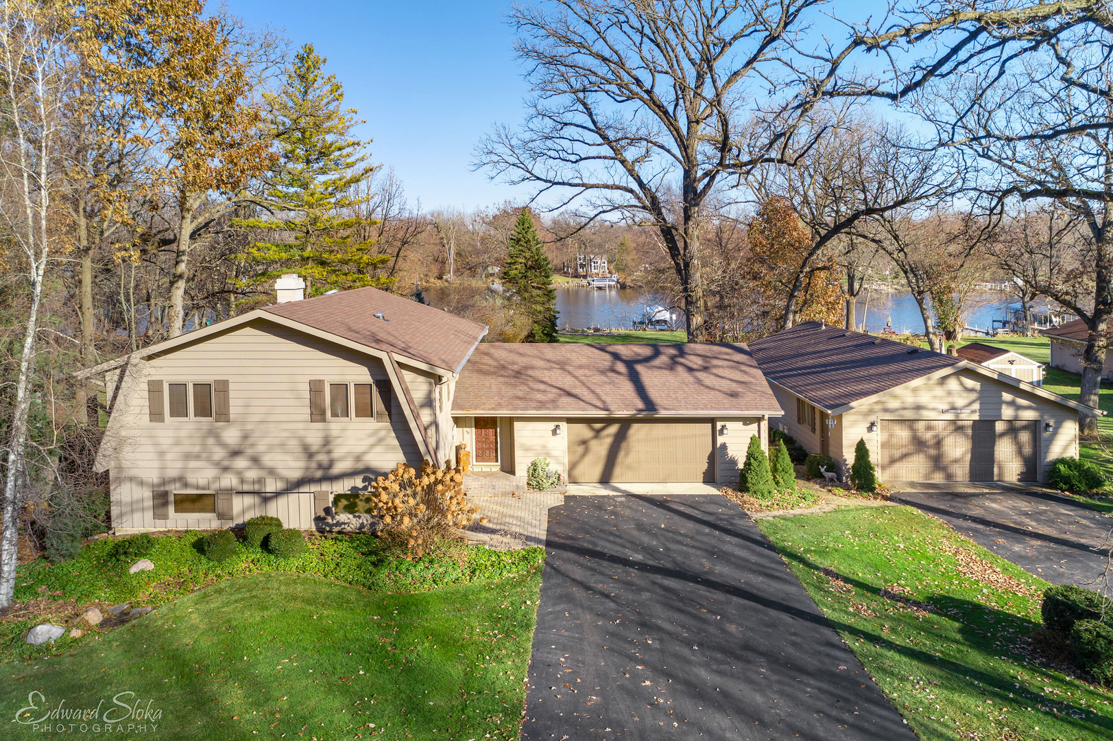 Photo for 4620 Timberlane Road, Crystal Lake, IL 60014 (MLS # 10546261)