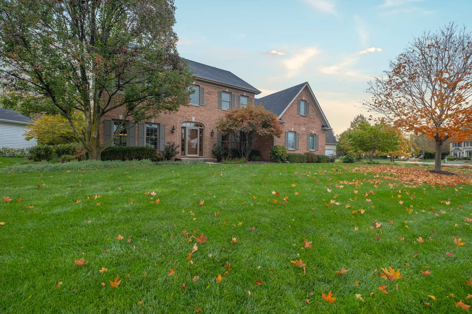 Photo for 4N403 S Robert Frost Circle, St. Charles, IL 60175 (MLS # 10557661)
