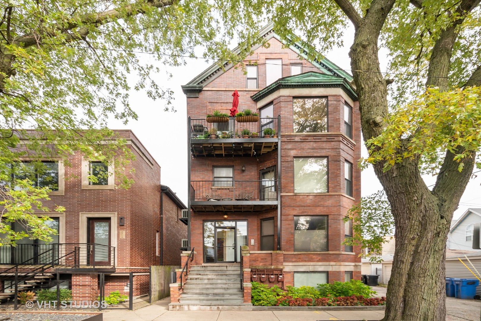 Photo for 2312 W Mclean Avenue, Unit Number 3S, Chicago, IL 60647 (MLS # 10560944)