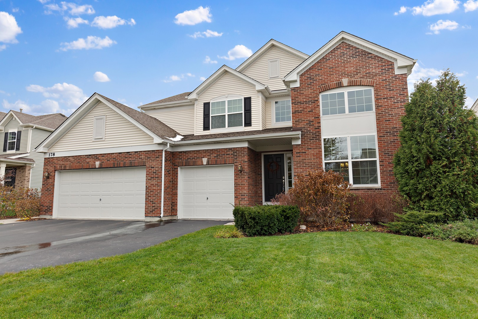 Photo for 178 Regal Drive, Crystal Lake, IL 60014 (MLS # 10566786)