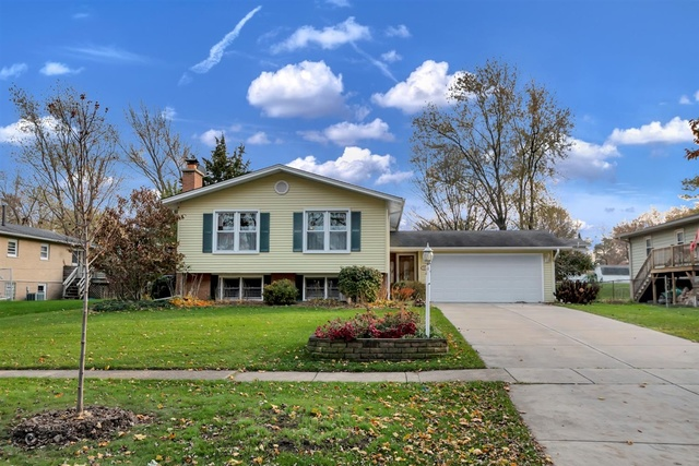 Photo for 737 Claremont Drive, Downers Grove, IL 60516 (MLS # 10568135)
