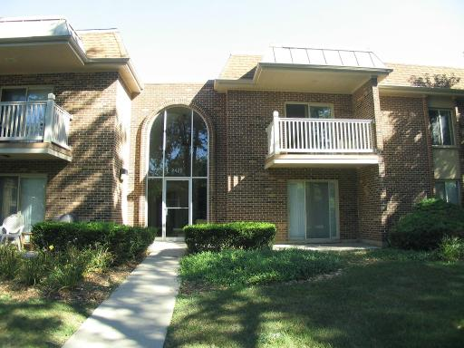 Photo for 2422 N Kennicott Drive, Unit Number 2A, Arlington Heights, IL 60004 (MLS # 10568795)