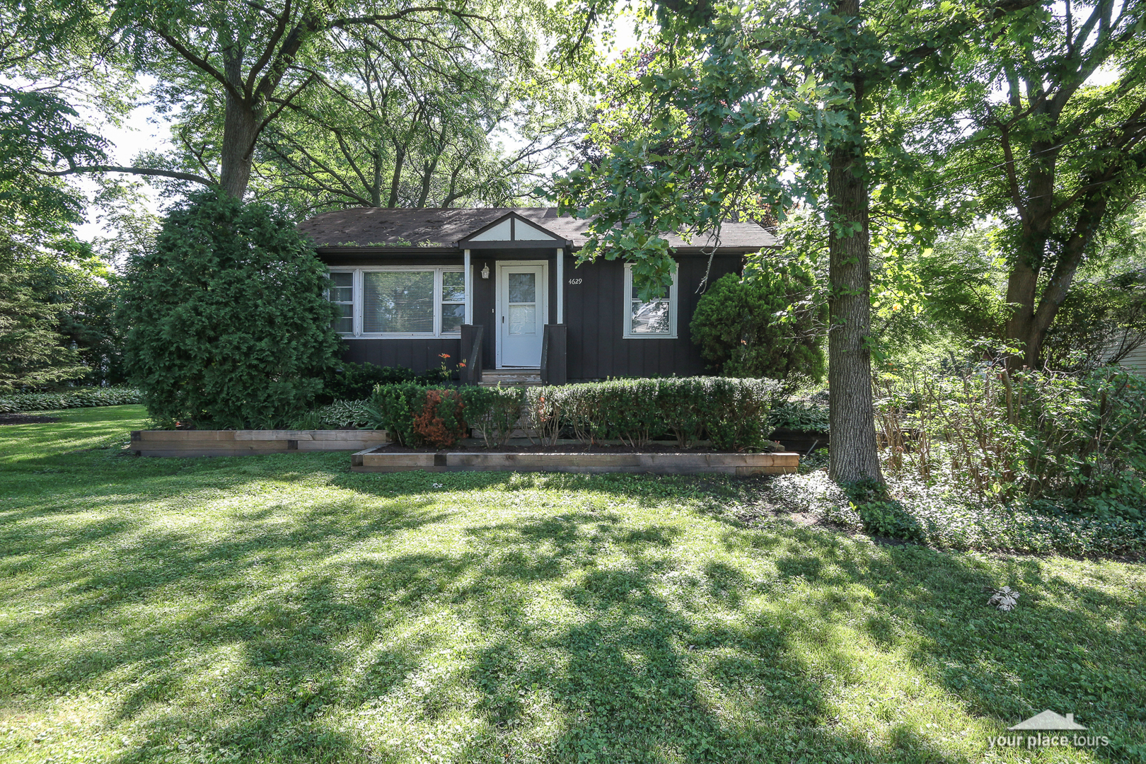 Photo for 4629 Roslyn Road, Downers Grove, IL 60515 (MLS # 10574651)