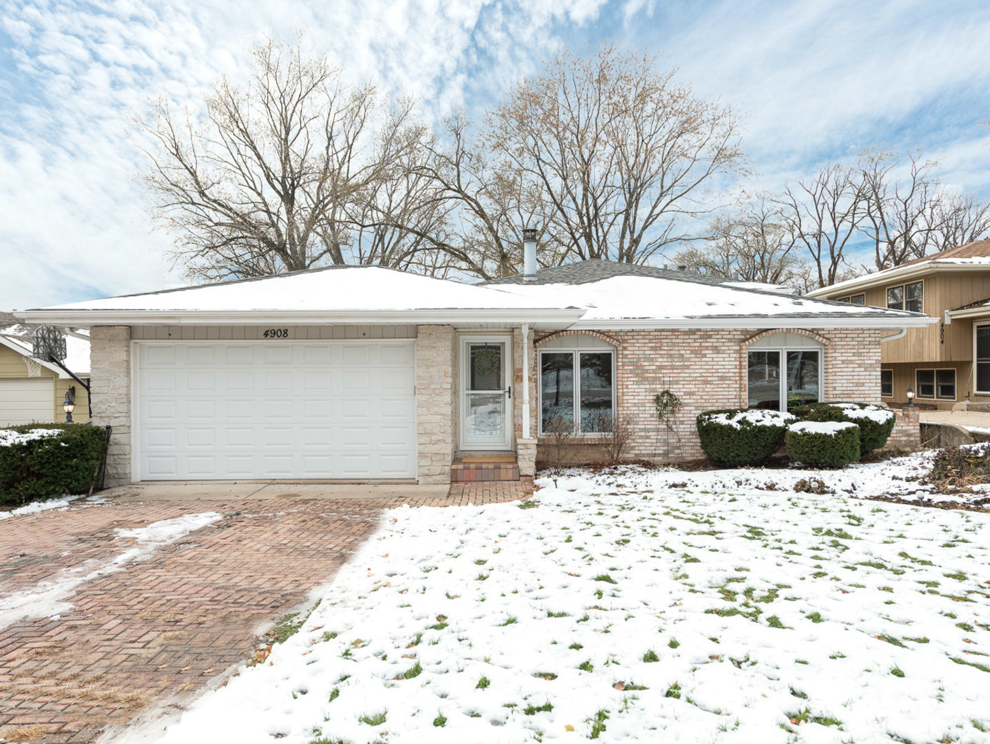 Photo for 4908 Drendel Road, Downers Grove, IL 60515 (MLS # 10575320)