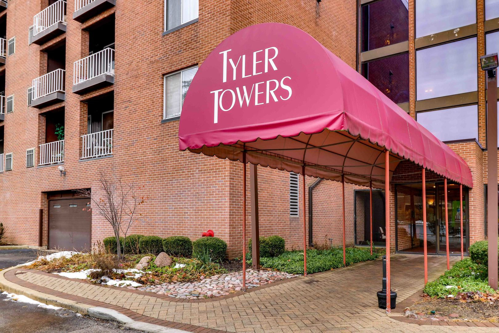 Photo for 1450 Plymouth Lane, Unit Number 510, Elgin, IL 60123 (MLS # 10577357)