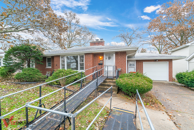 Photo for 3929 Forest Avenue, Downers Grove, IL 60515 (MLS # 10580168)