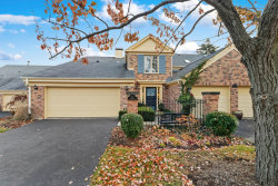 Photo of 40 The Court Of Cobblestone, Northbrook, IL 60062 (MLS # 10582553)