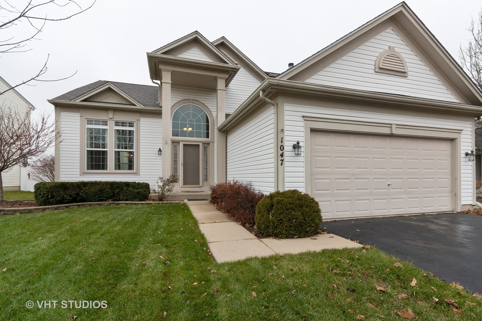 Photo for 1047 Spinnaker Street, Elgin, IL 60123 (MLS # 10582939)