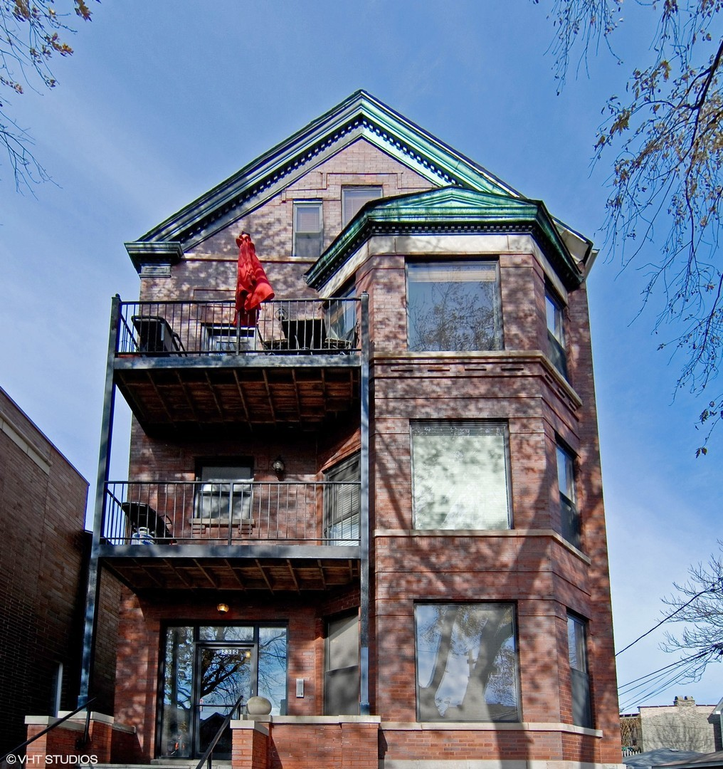 Photo for 2312 W Mclean Avenue, Unit Number 3N, Chicago, IL 60647 (MLS # 10586797)