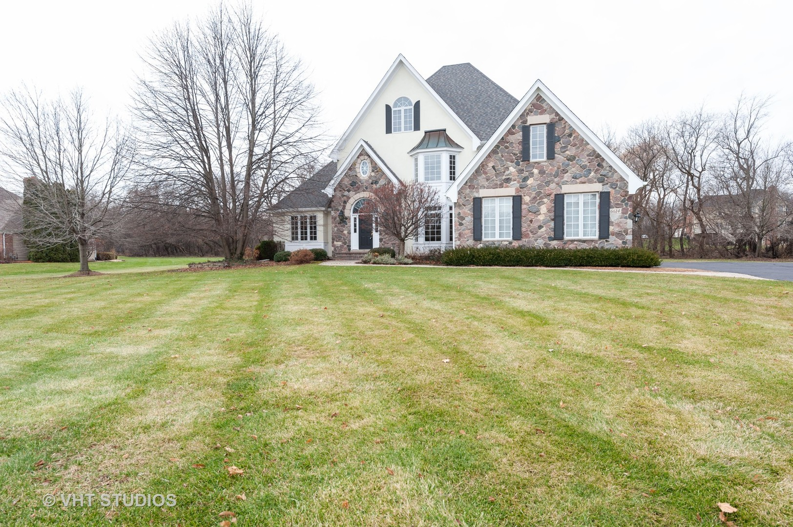 Photo for 6614 Oakwood Manor Drive, Crystal Lake, IL 60012 (MLS # 10589734)