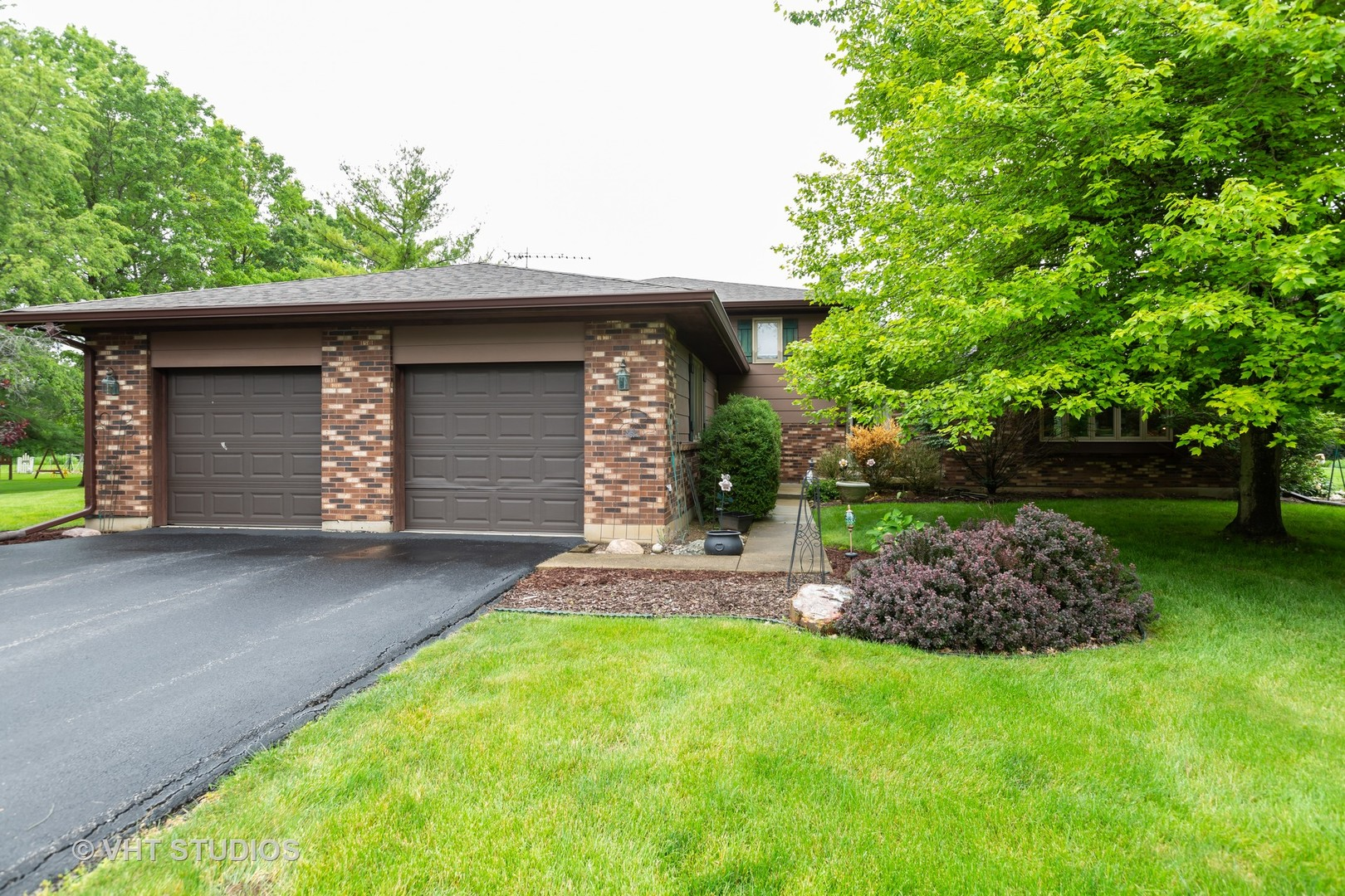 Photo for 7614 S Meadow Lane, Cary, IL 60013 (MLS # 10593878)