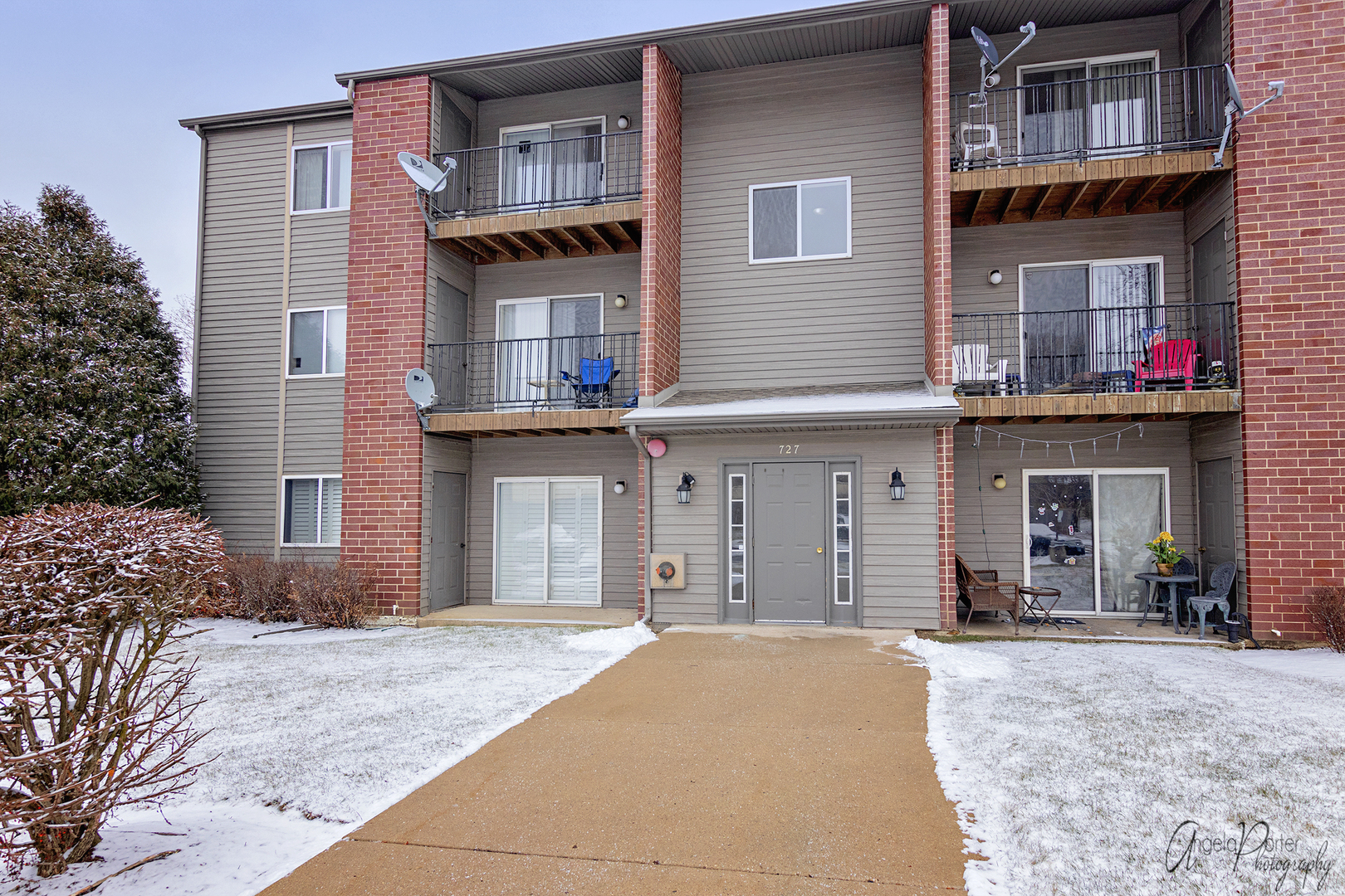 Photo for 727 Elm Lane, Unit Number 105, Woodstock, IL 60098 (MLS # 10594189)
