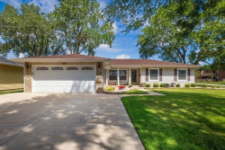 Photo of 200 Kingsbridge Road, Elk Grove Village, IL 60007 (MLS # 10601779)
