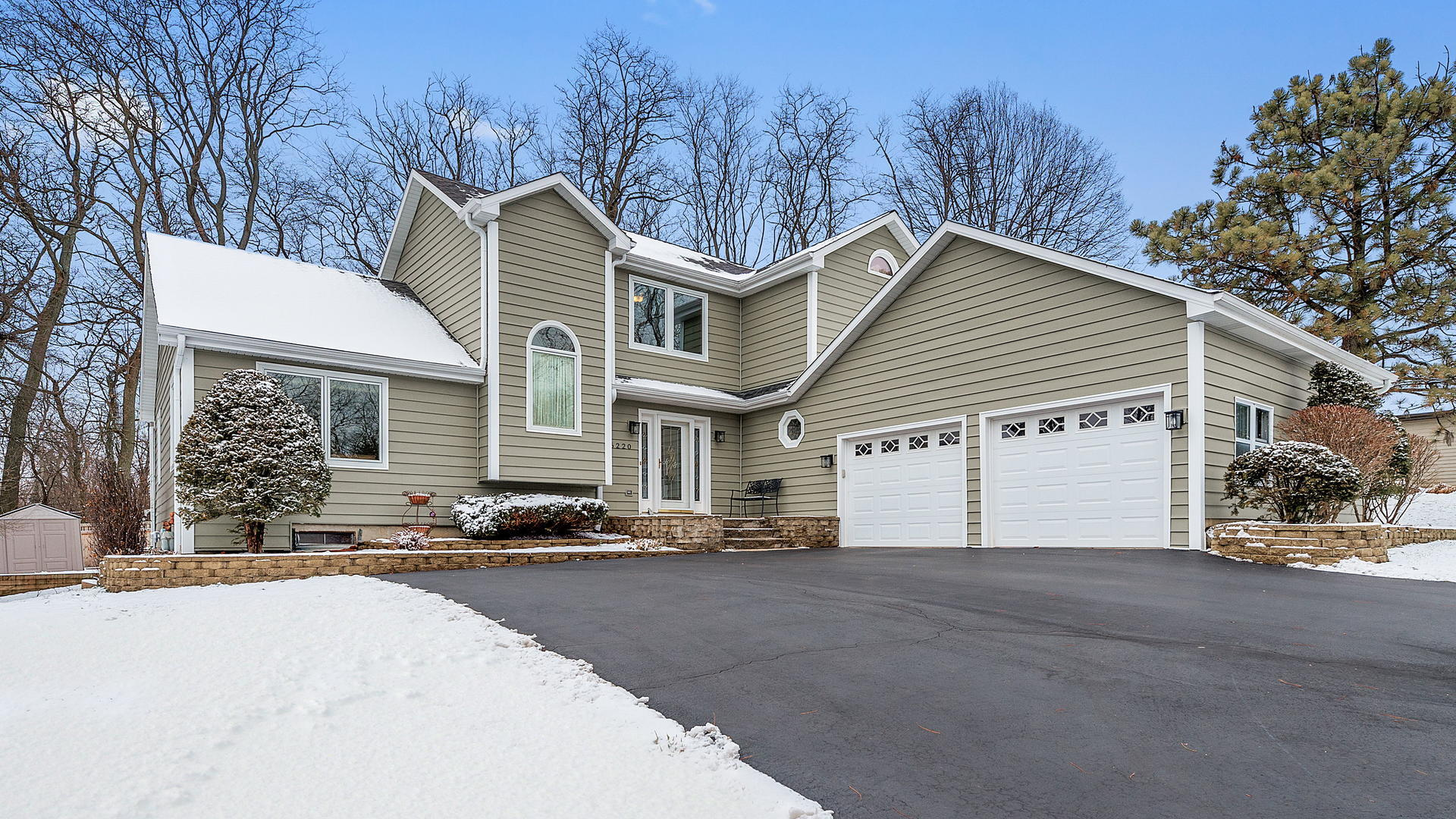 Photo for 6220 Middaugh Avenue, Downers Grove, IL 60516 (MLS # 10603669)