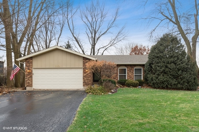 Photo for 6501 High Line Road, Crystal Lake, IL 60012 (MLS # 10608598)