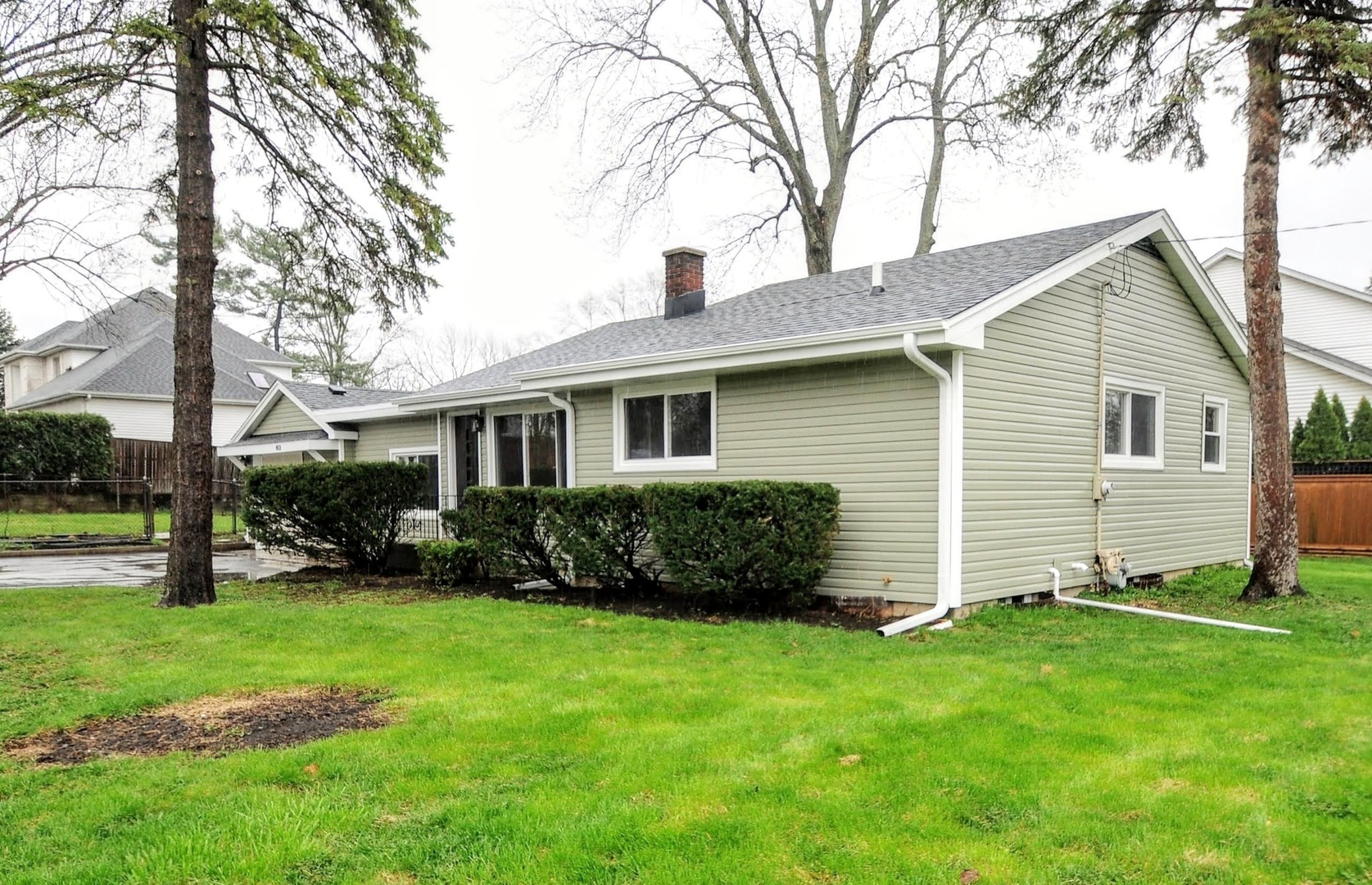 Photo for 4501 Roslyn Road, Downers Grove, IL 60515 (MLS # 10610135)