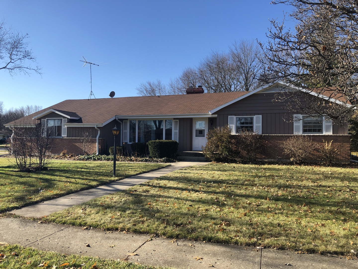 Photo for 60 S Jane Drive, Elgin, IL 60123 (MLS # 10610232)