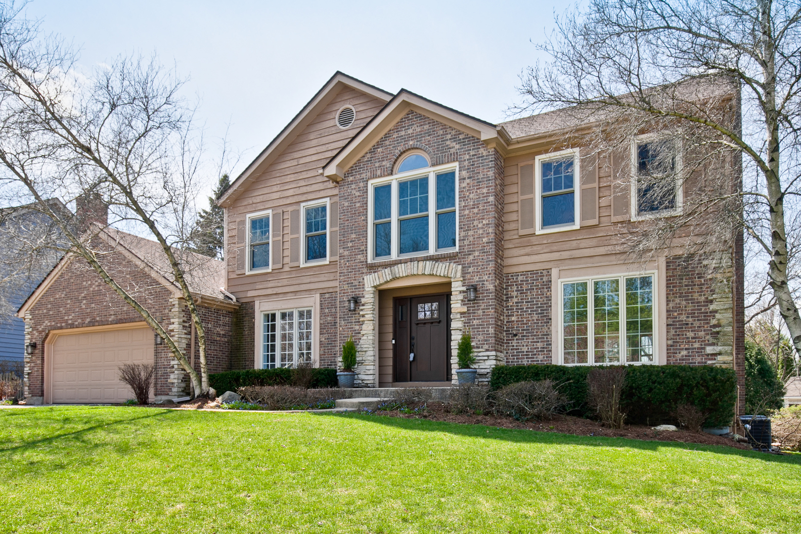 Photo for 920 Crabtree Lane, Cary, IL 60013 (MLS # 10610944)