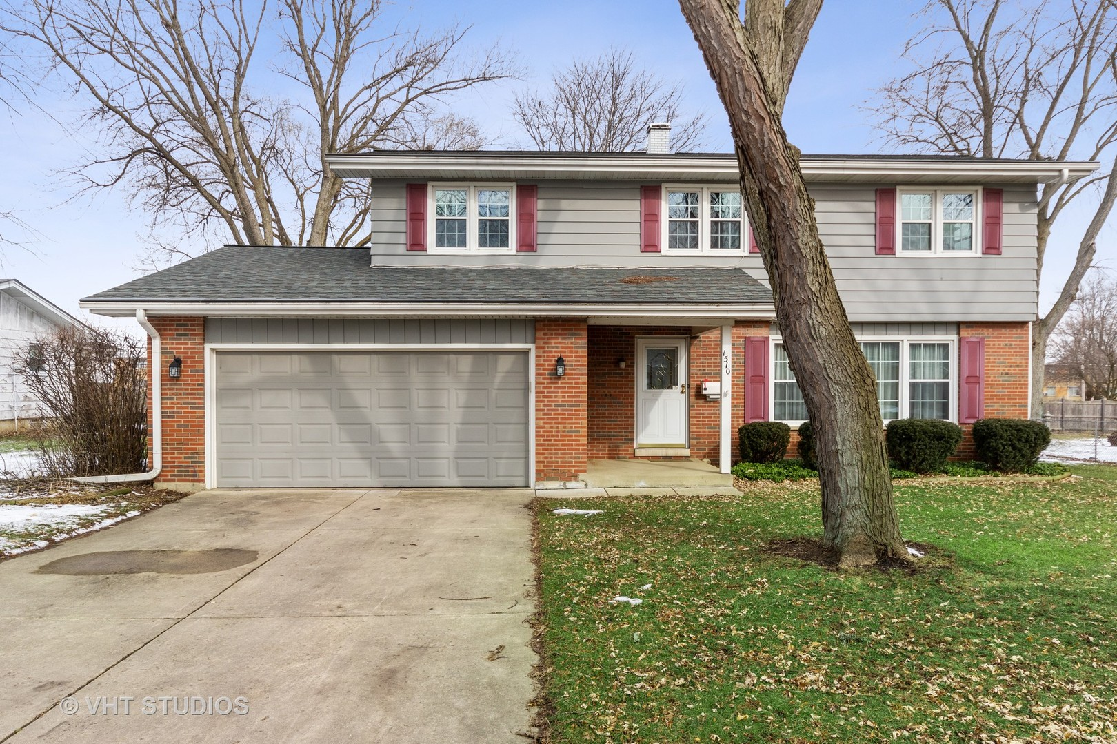 Photo for 1510 Avalon Court, St. Charles, IL 60174 (MLS # 10627261)