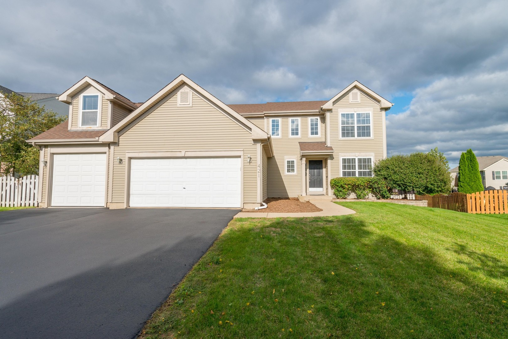Photo for 421 Lake Plumleigh Way, Algonquin, IL 60102 (MLS # 10631789)
