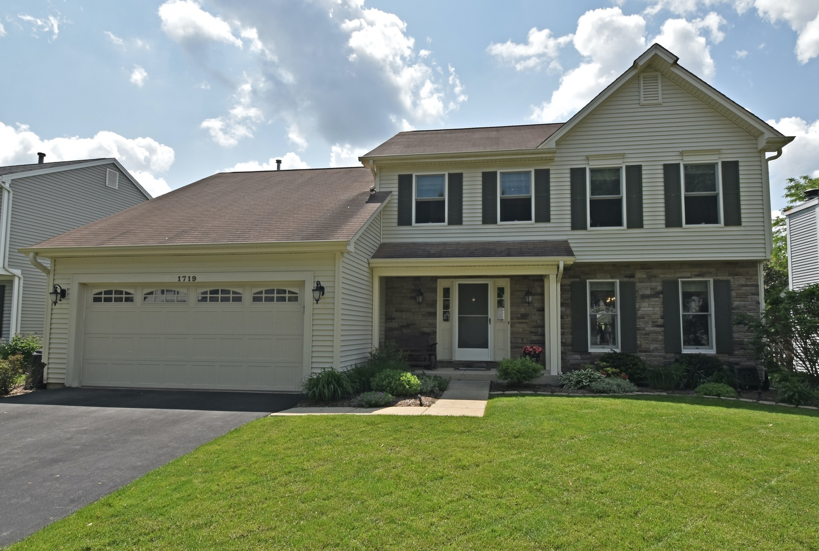 Photo for 1719 Jeanette Avenue, St. Charles, IL 60174 (MLS # 10632519)