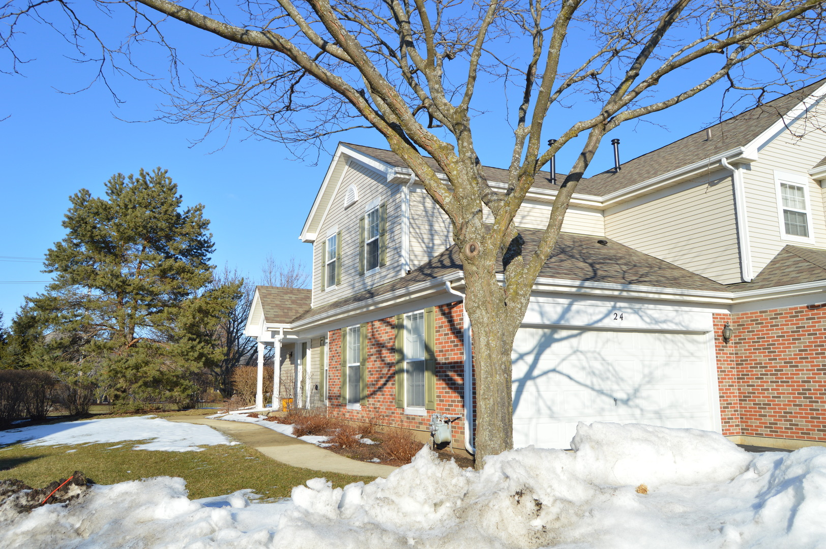 Photo for 24 Peach Tree Court, Unit Number 24, Algonquin, IL 60102 (MLS # 10633682)