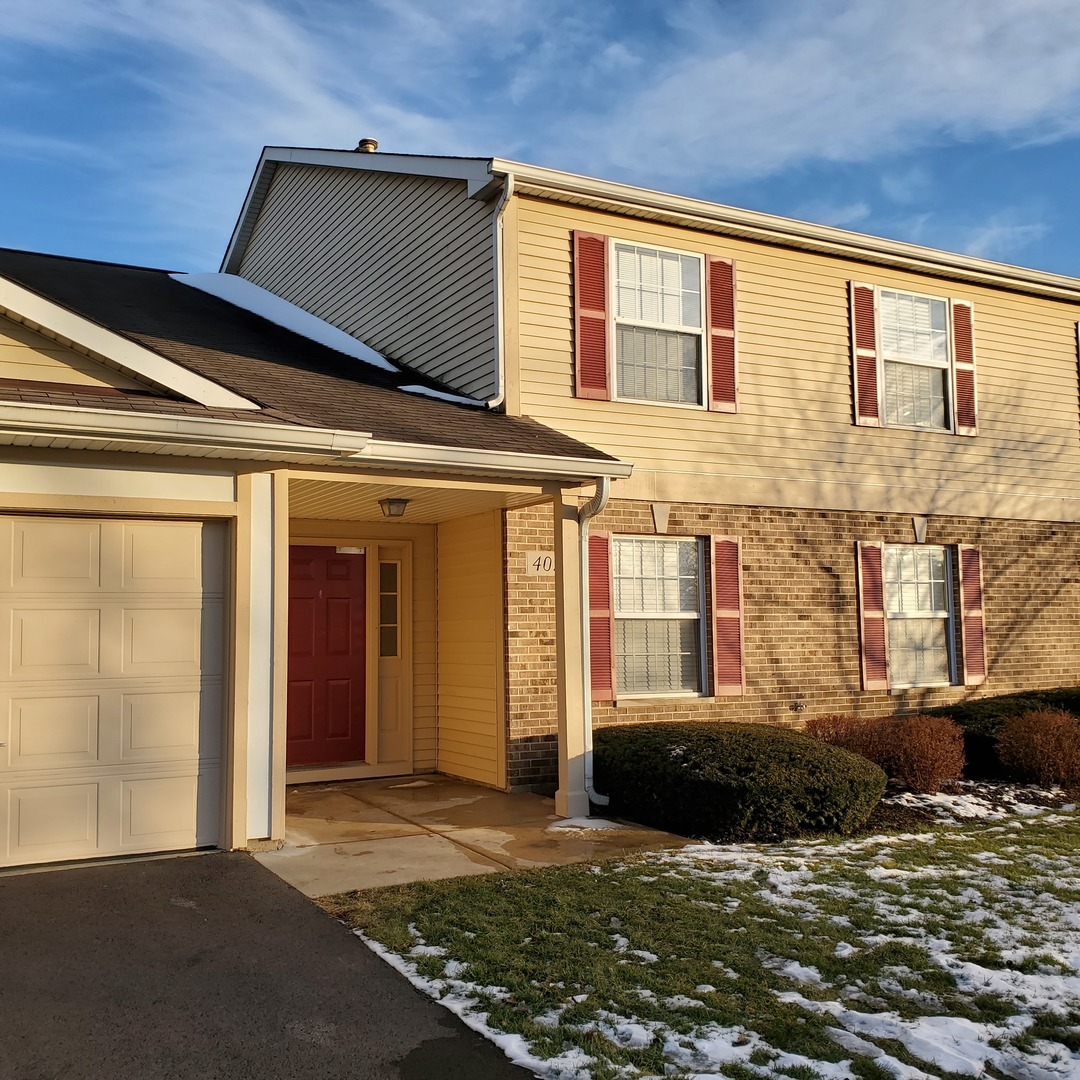 Photo for 402 Woodview Circle, Unit Number D, Elgin, IL 60120 (MLS # 10634197)