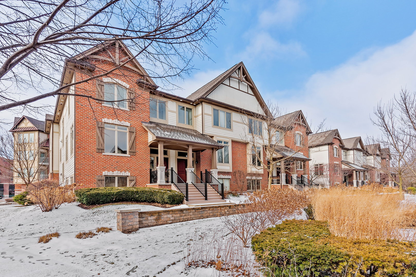 Photo for 381 Brownstone Drive, St. Charles, IL 60174 (MLS # 10636230)