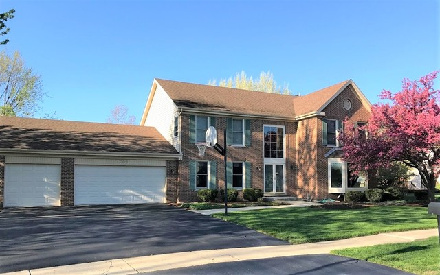 Photo for 3205 Fox Hunt Lane, St. Charles, IL 60174 (MLS # 10637545)