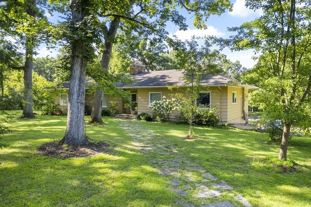 Photo for 40W938 Whitney Road, St. Charles, IL 60175 (MLS # 10637594)
