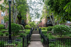 Photo of 4718 N Beacon Street, Unit Number 3W, Chicago, IL 60640 (MLS # 10642598)