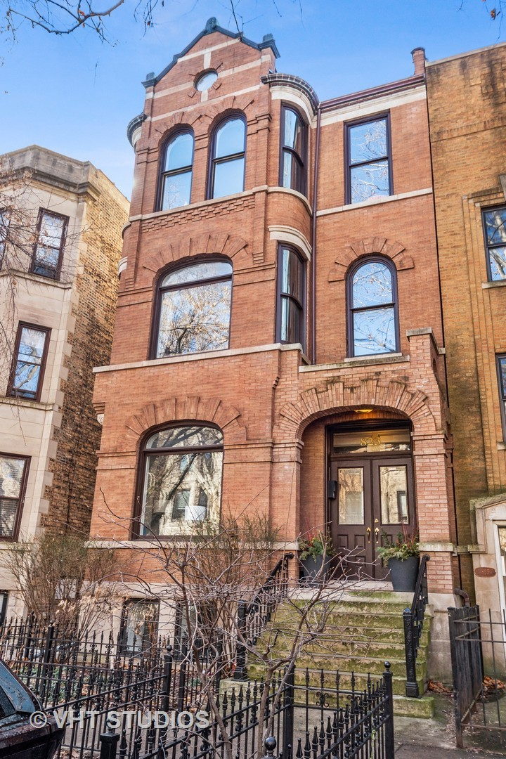 Photo for 823 W Newport Avenue, Unit Number 2, Chicago, IL 60657 (MLS # 10656931)