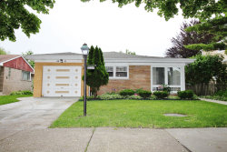 Photo of 3831 W Chase Avenue, Lincolnwood, IL 60712 (MLS # 10661180)