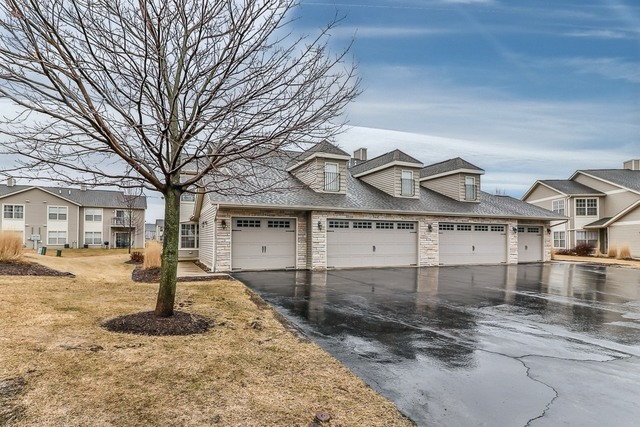 Photo for 946 Arvle Circle, Unit Number 946, Sycamore, IL 60178 (MLS # 10663184)